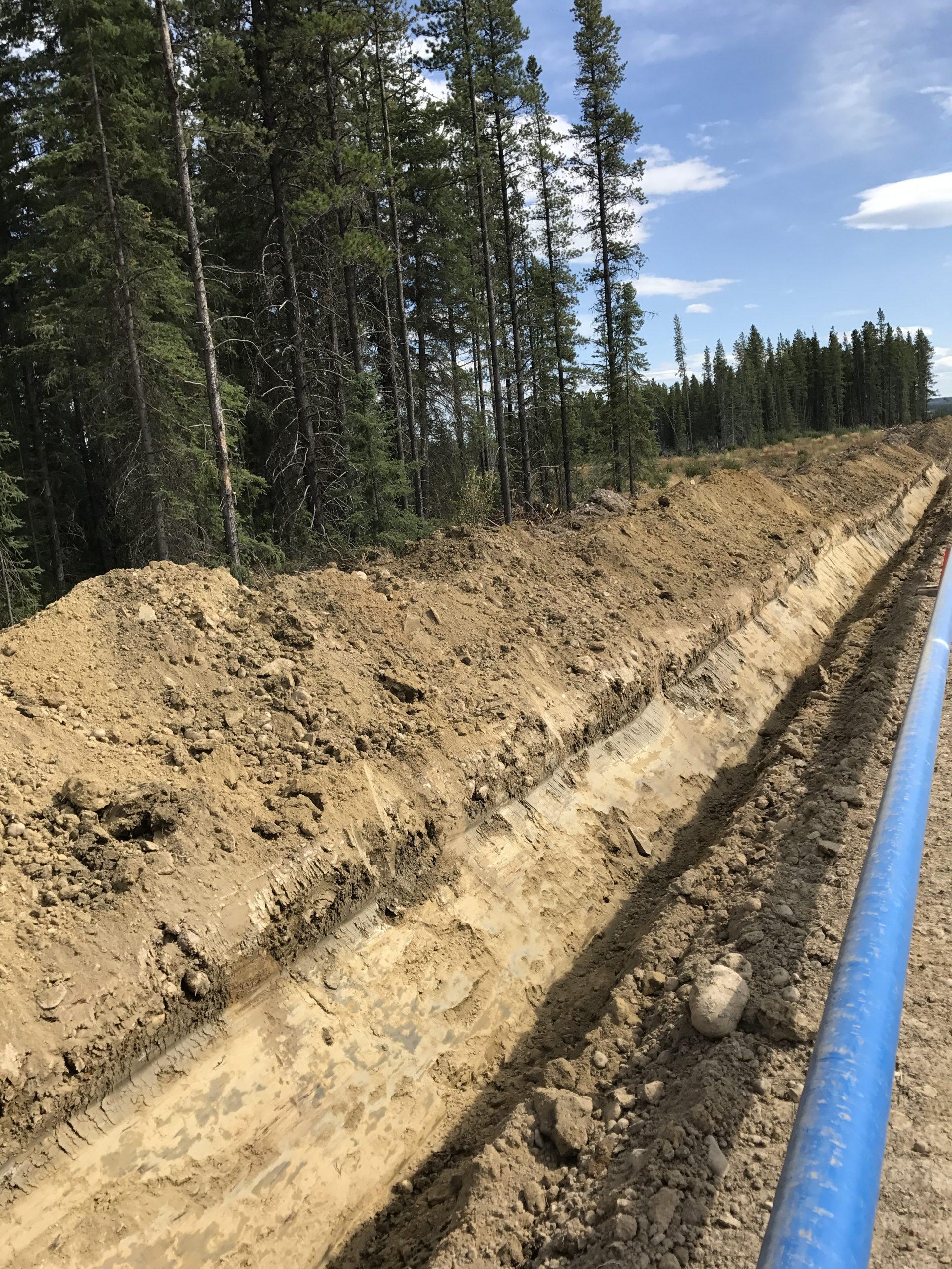 Pipeline laying next to open excavation